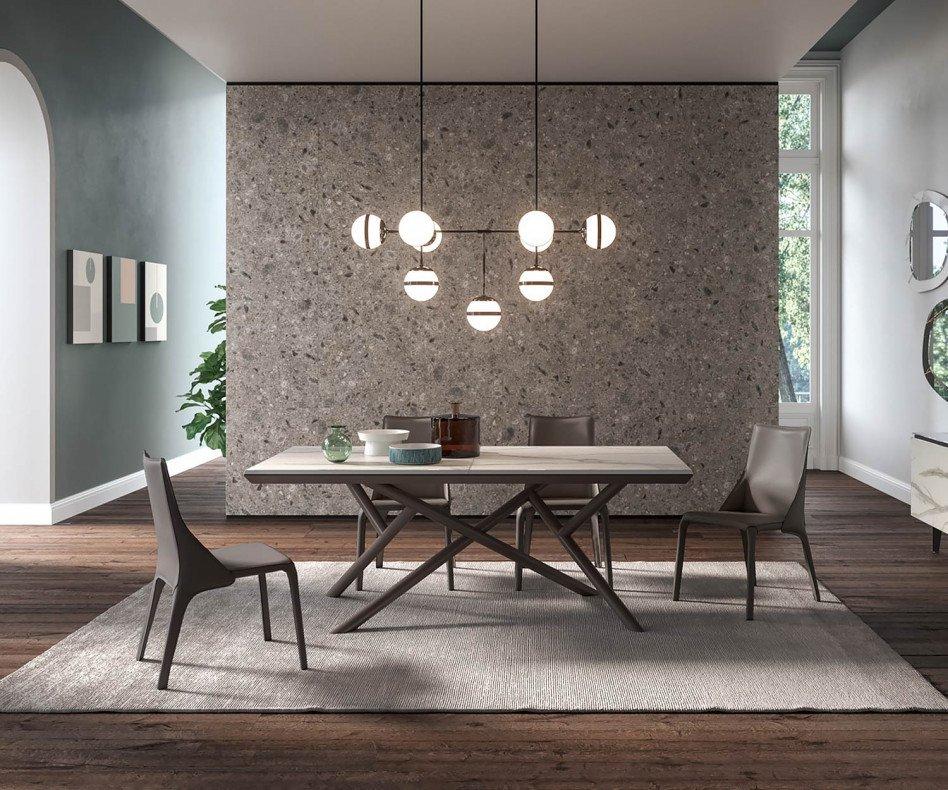 Design Lederstuhl zwei Lederstühle im Detail in den Farben Cognac und Dunkelgrau
