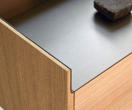 Design Sideboard Detail Ecke Abdeckplatte mit anodisiertem Aluminium