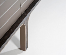 Modernes al2 Designer Mobius 002 Sideboard Detail Füße massives Eukalyptusholz