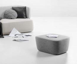 Prostoria Design Pouf Revolve Hocker mit Stoffbezug in Hellgrau mit Sofa