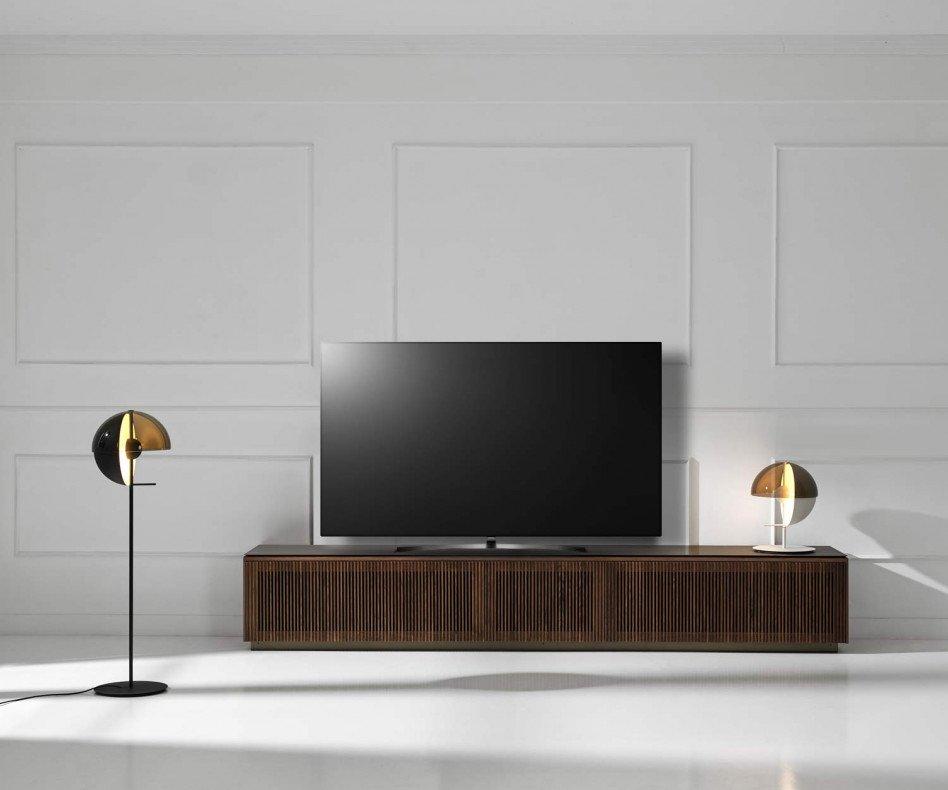 Punt Malmö Design TV Lowboard mit Fernseher mit Walnuss Furnier veredelt