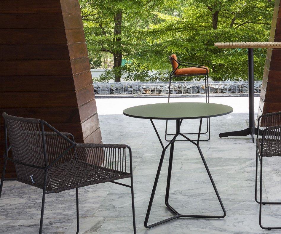 Hochwertiger Oasiq Edelstahl Design Gartentische der Serac-Serie in Dunkelgrau