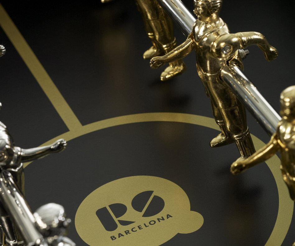 Exklusiver RS Barcelona Design Fußball Tischkicker Detail Figuren