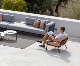 Todus Starling Design Freizeitsessel mit Gartensofa Baza auf einer Terrasse