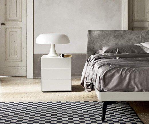 Minimalistischer Livitalia Design Nachttisch Ecletto mit drei Schubladen in Weiß