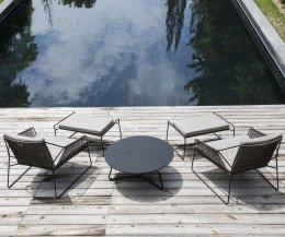 Moderner Oasiq Sandur Schnur Design Hocker in Kombination mit Sandur Stühlen
