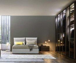 Hochwertiger Designer Schlafzimmerschrank Kleiderschrank Perry mit Glastüren