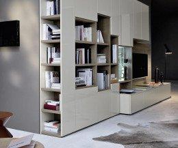 Wohnwand mit seitlichem Bücherregal