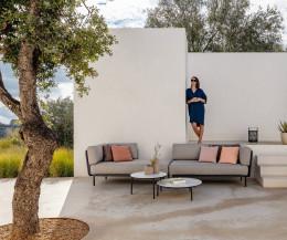 Todus Design Beistelltisch Starling auf der Terrasse mit Daybed Baza
