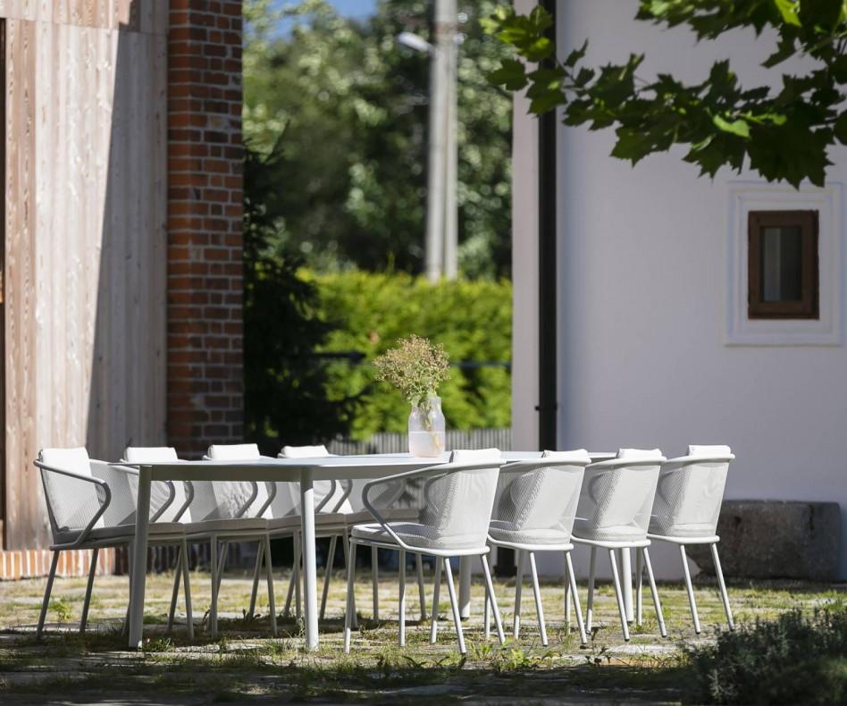 Hochwertiger Todus Condor Design Armlehnenstuhl mit weißer Polsterauflage