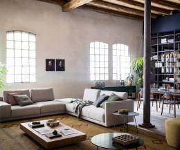 Wohnzimmer Couchtisch Orbis von Novamobili neben Sofa
