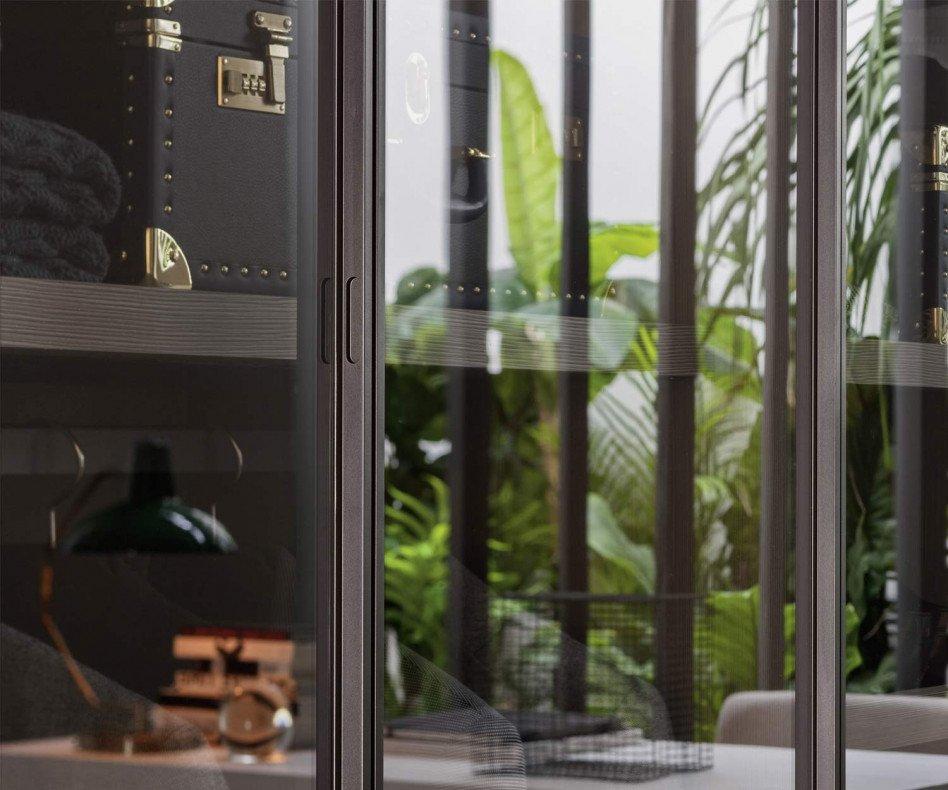 Kleiderschrank Perry mit transparenten Glastüren und Beleuchtung