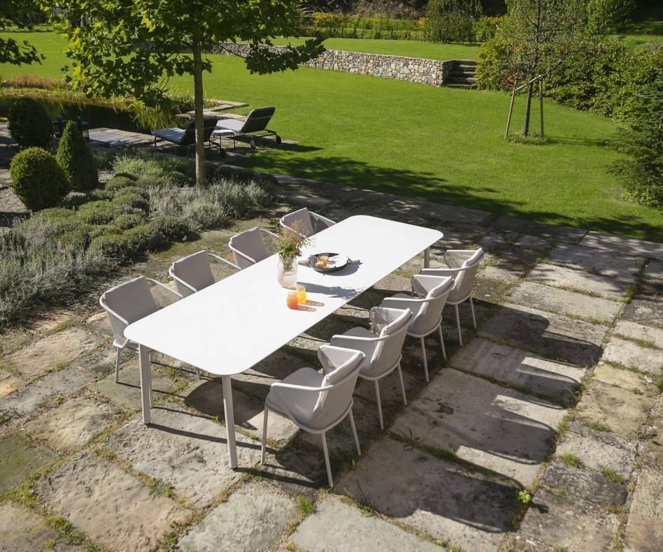 Hochwertiger rechteckiger Todus Condor Design Gartentisch mit abgerundeten Ecken
