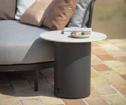 Hochwertiger Branta Designer Gartentisch im Detail Keramik Tischplatte und Edelstahl Gestell