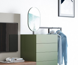 Praktische Novamobili Designer Kommode Easy 9 mit Spiegel und Kleiderstange