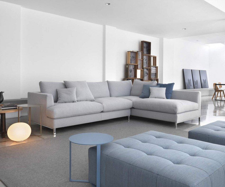 Design Sofa auf Chromfüßen