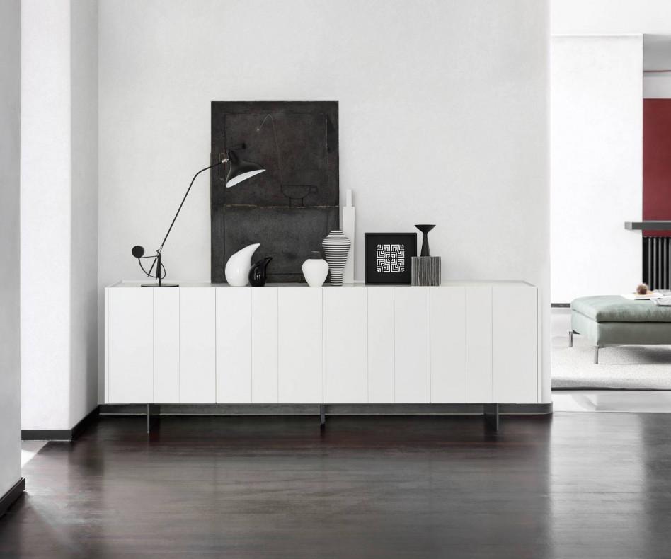 Exklusives Designer Sideboard Stripe mit vier Türen im Wohnzimmer Weiß