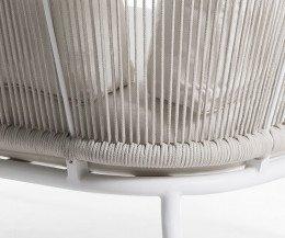 Oasiq Yland Eckbank Design Sofa im Detail Aluminiumgestell und handgewobene Polsterung