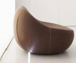 Moderner SpHaus baby flirtstone organischer Design Sessel seitlich im Profil