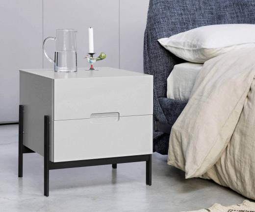 Moderner Novamobili Design Nachttisch Float in Weiß Matt auf schwarzen Füßen