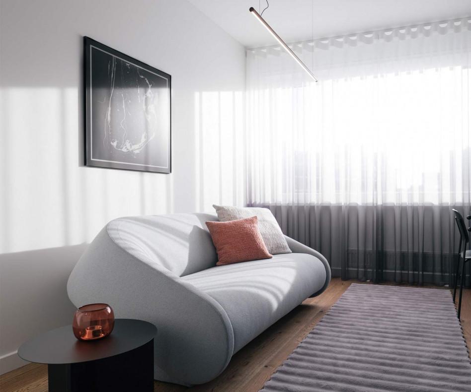 Exklusives Prostoria Schlafsofa Up-Lift mit grauem Stoffbezug im Wohnzimmer