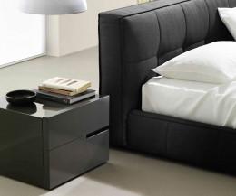 Hochwertiges Livitalia Design Softbox Polsterbett im Detail mit Tacca Nachttisch