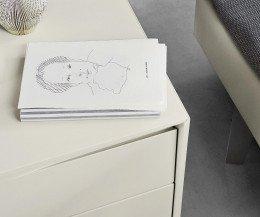 Exklusiver Livitalia Vela Design Nachttisch im Detail mit der Griffmulde