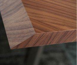 Exklusiver Design Esstisch Detail Tischplatte mit Walnuss Furnier Kante abgeschrägt