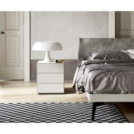 minimalistischer nachttisch ecletto mit schmalen kantenprofil. Black Bedroom Furniture Sets. Home Design Ideas