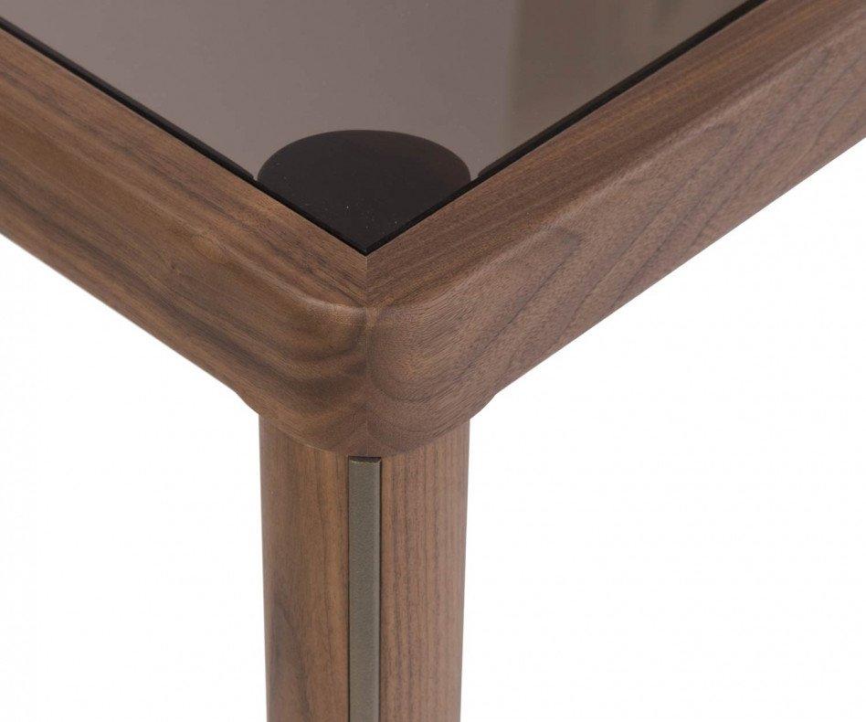 Moderner Design Esstisch al2 ka-bera 001 b Frontalansicht im Esszimmer