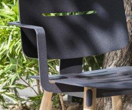 Moderner Oasiq Coco Stahl Stuhl mit Armlehnen Teak mit Aluminiumrückenfläche Beine