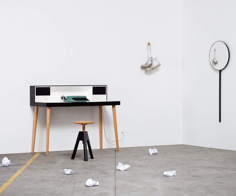 Miniforms schreibtisch bardino mit integrierten lautsprechern for Schreibtisch einfach
