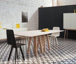 Moderner Design Esstisch in Eiche seitliche Ansicht im Esszimmer
