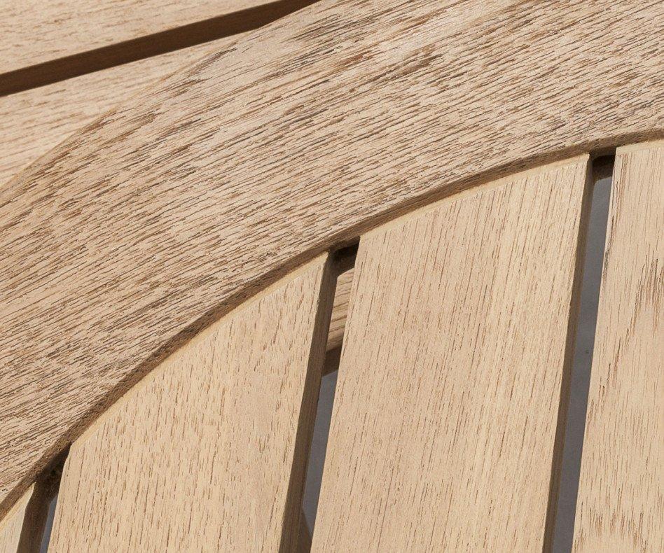 Oasiq Attol Teak Beistelltisch mit runder Tischplatte und drei Holzbeinen