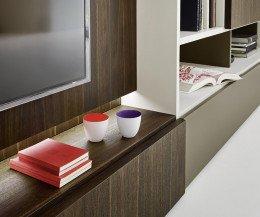 Hochwertiges Livitalia Design Bücherregal C52 im Detail TV Modul mit Beleuchtung