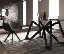 Design Glastisch vergrößert mit Stuhl im Esszimmer Beine massive dunkle Eiche
