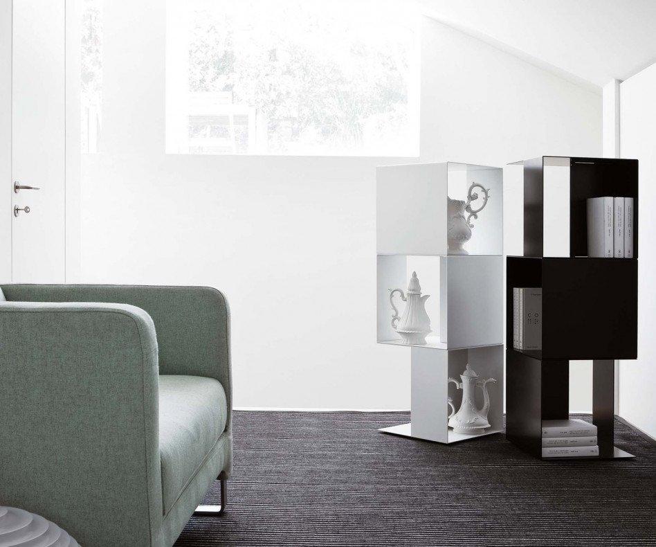 Novamobili Standregal Freebook Weiß Schwarz im Showroom