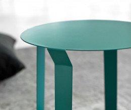MEME Design Beistelltisch Freeline 1 im Detail Tischplatte und Ansatz vom Tischbein