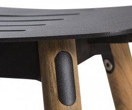 Hochwertiger Oasiq Coco Design Stuhl Teak Detail Beine und Sitzfläche