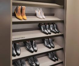 Hochwertiger Livitalia Design Schuhschrank mit geneigten Einlegeböden