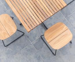 Moderner Oasiq Bryggen Garten Barhocker im Detail die Teak Sitzfläche
