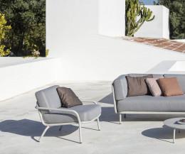Hochwertiger Todus Starling Relaxsessel in Weiß mit einem Gartensofa Baza