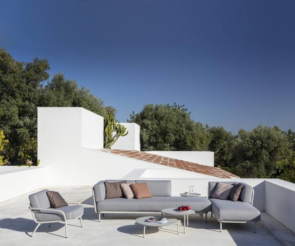 Exklusives Todus Baza Design Gartensofa auf der Terrasse
