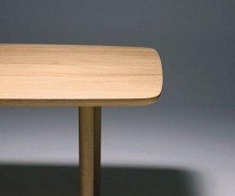 Moderner Conde House Kamuy Design Tisch in Eiche massiv bei Kanten und Beinen