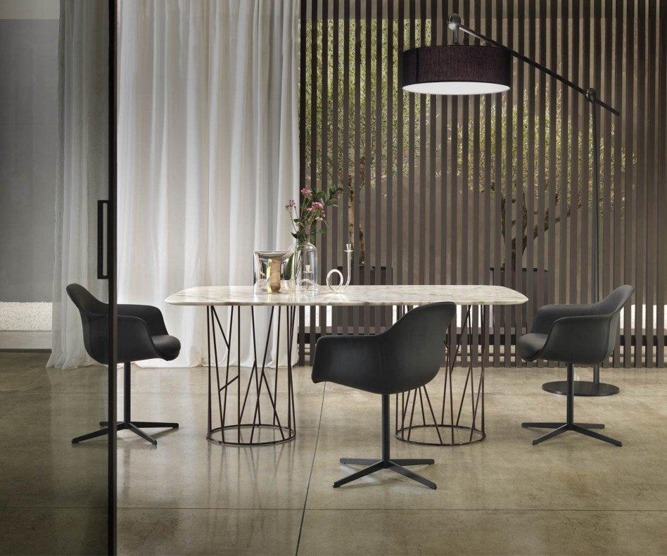 Exklusiver Design Luxus Esstisch Marmor im Esszimmer mit Stühlen