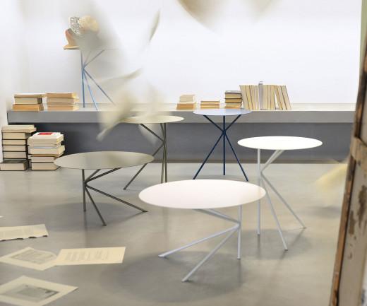 Exklusiver MEME DESIGN Twin Design Beistelltisch in Kollektion im Wohnzimmer