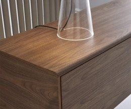 Exklusives Design Sideboard Detail Top mit abgerundeter Kante in Nussbaum