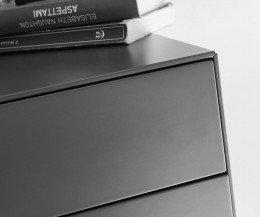 Exklusiver Livitalia Ecletto Design Nachttisch im Detail das Kantenprofil in Dunkelgrau