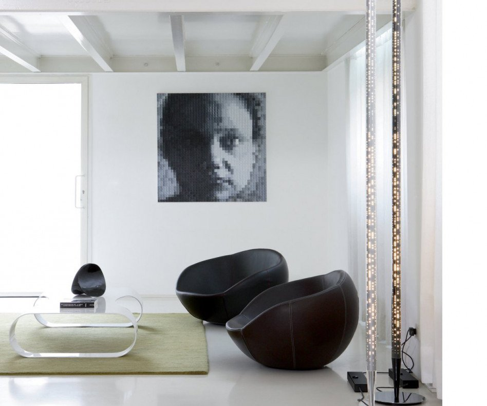 spHaus Eero Design Loungesessel im Wohnzimmer mit Couchtisch drapiert