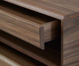 Exklusiver Design Nachttisch Detail Kante mit ausgezogener Schublade